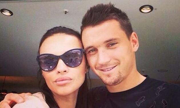 Дружина екс-гравця збірної України зіналася, що її діти не від нього. ФОТО